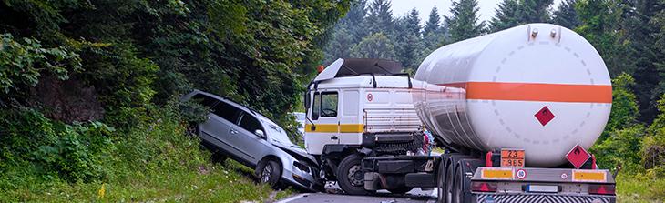 accidente-de-carro-tanque-y-carro-particular
